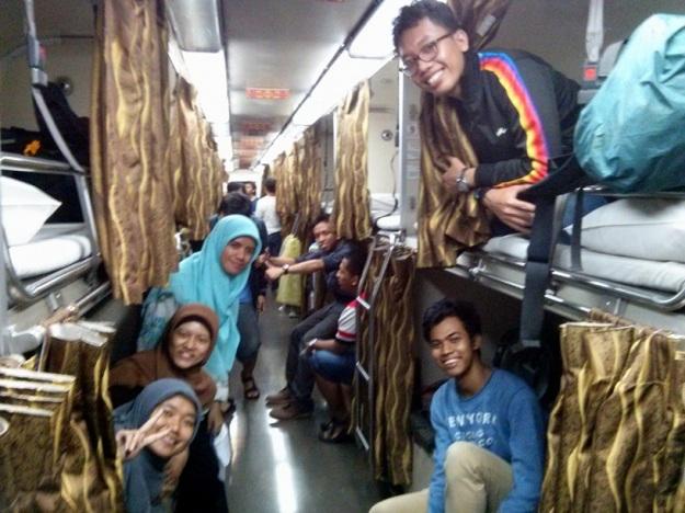Ramai-ramai naik kereta ke Thailand