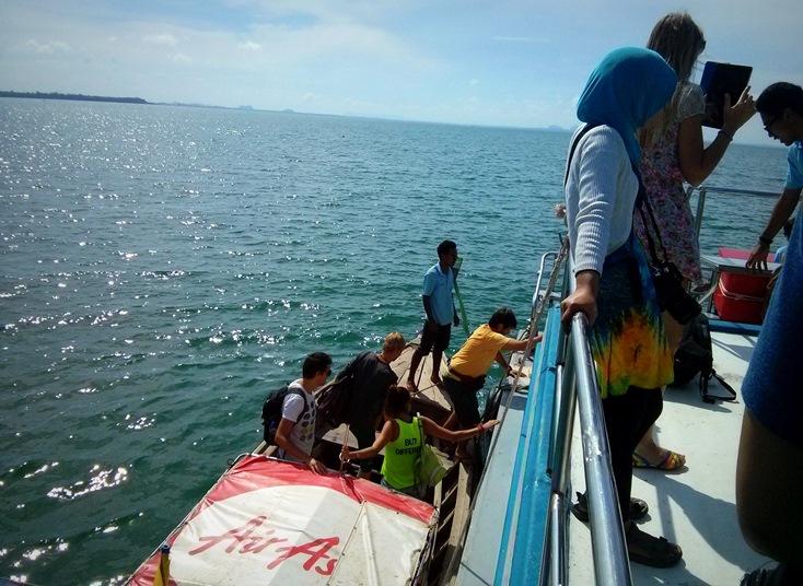 Penumpang dari Railay Island