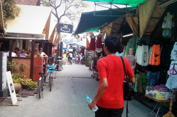 Menyusuri Phi Phi Village