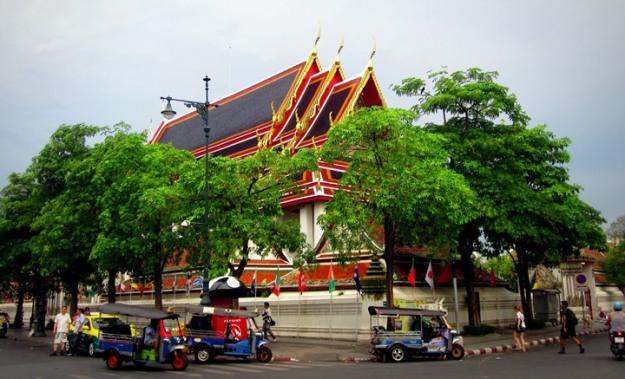 Wat Pho dari luar gerbang