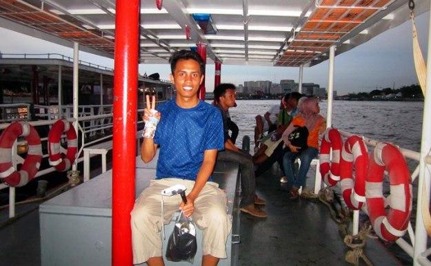 Di atas perahu