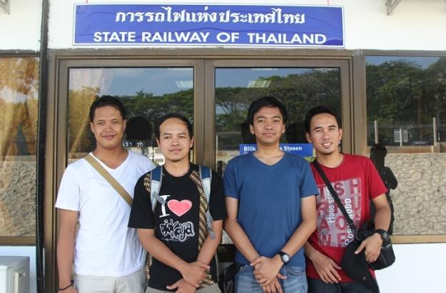 Di stasiun bagian Thailand (photo by Putri)