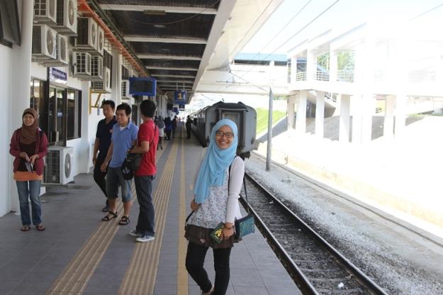 Turun di stasiun Padang Besar untuk imigrasi (photo by Putri)