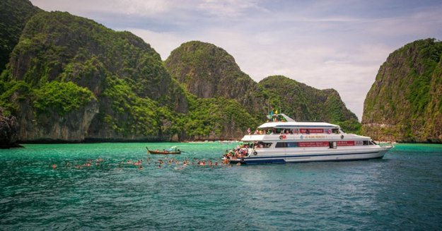 Rombongan kapal lain yang sedang snorkeling (photo by Ian)
