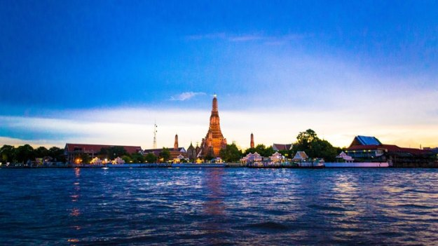 Wat Arun jelang maghrib (photo by Ian)