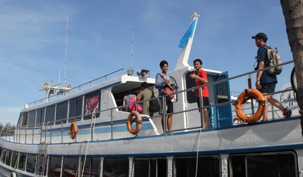 Di atas kapal (photo by Putri)