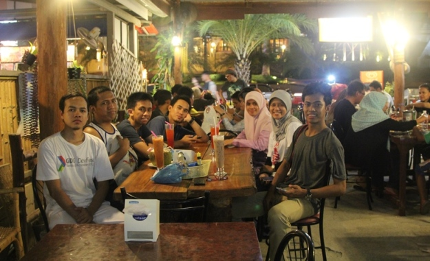 Makan malam di Lemon Restaurant (photo by Putri)