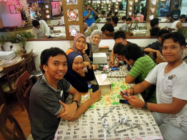 Makan malam di Taj Mahal Restaurant (photo by Rizky)