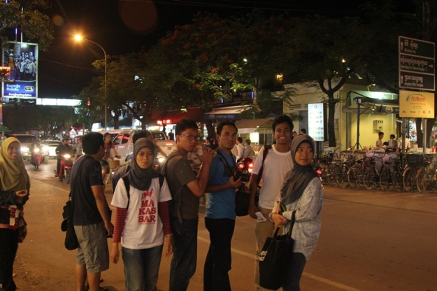 Jalan-jalan di Night Market (photo by Putri)