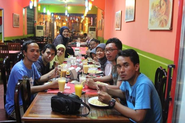 Makan malam di Maharajah (photo by Putri)
