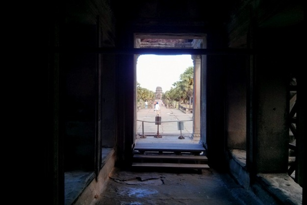 Salah satu lorong di dalam Angkor Wat