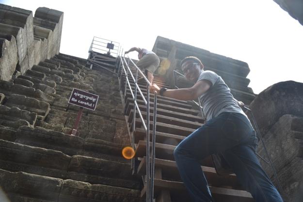 tangga naik ke puncak Royal Palace (photo by Pras)