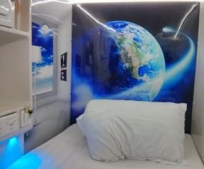 Tempat tidur di dalam kapsul
