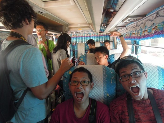 Di dalam bus Khai Nam (photo by Rizky)