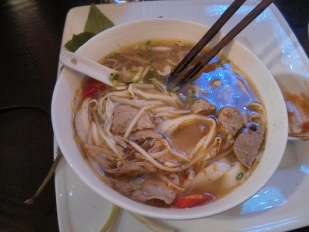 Pho beef noddle soup (wuenaak tenan!)