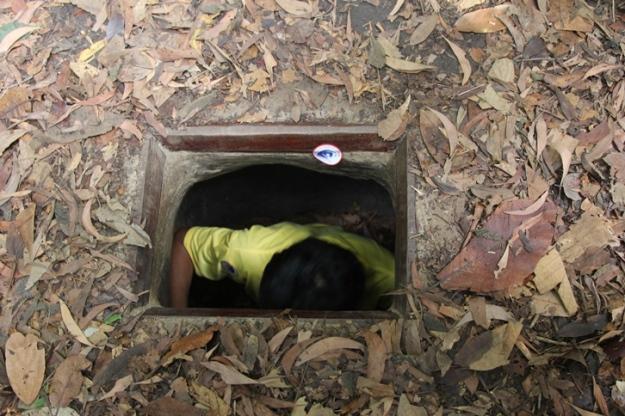 Hafidh masuk lubang (photo by Putri)