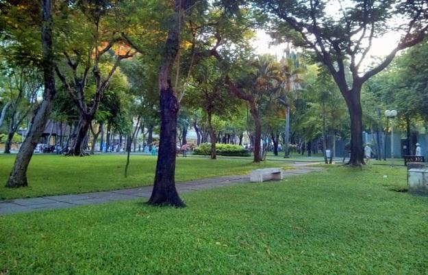 Suasana pagi taman Phạm Ngũ Lão
