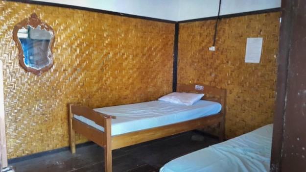 Salah satu kamar di lantai 2 Wisma Rusa (foto oleh Putri)