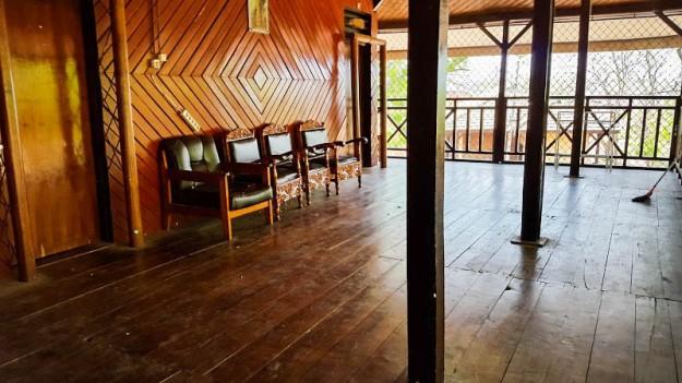 Teras lantai 2 Wisma Rusa (foto oleh Putri)