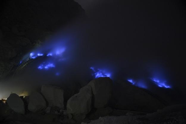 Fenomena Api Biru (foto oleh Pras)