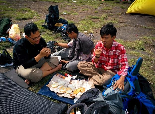 Makan siang di Ranu Kumbolo
