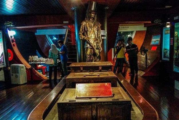 Tur di dalam Maritime Museum