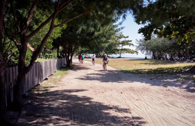 Bersepeda keliling Gili Trawangan