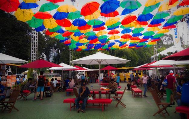 Dekorasi food court di luar Istora