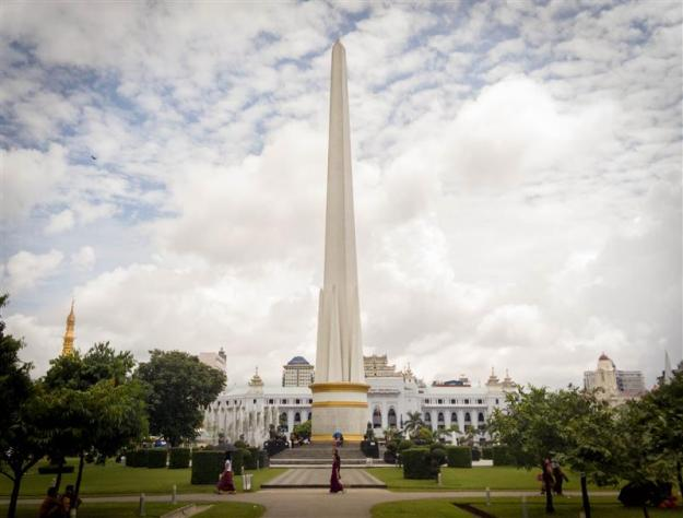 The independence monument di Maha Bandoola Park