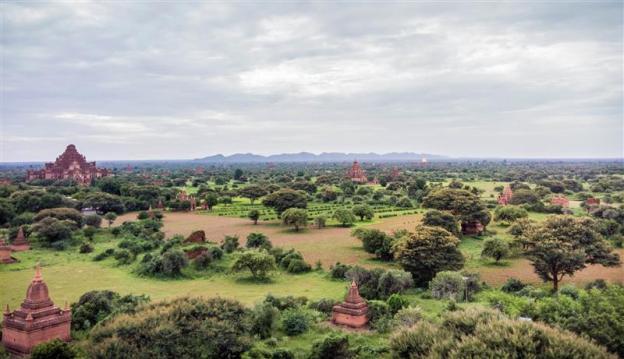 Pemandangan Bagan dari atas Shwesandaw Pagoda