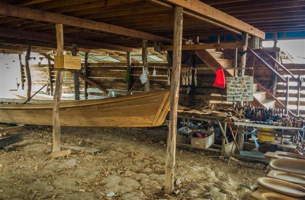 Industri pembuatan perahu di Inle Lake