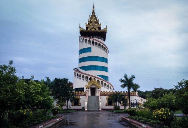 Miniatur Nan Myint Tower
