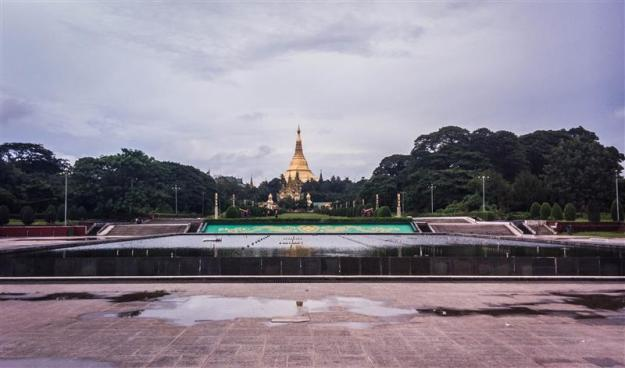 People's Square dan Shwedagon Pagoda
