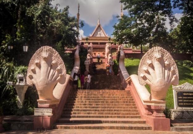 Tangga menuju Wat Phnom