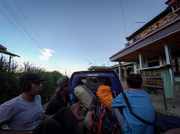Menumpang mobil pickup menuju Terminal Boyolali