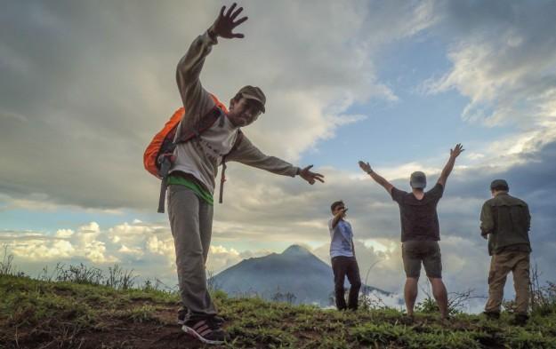 Narsis menjelang Pos 3 dengan latar belakang Gunung Merapi