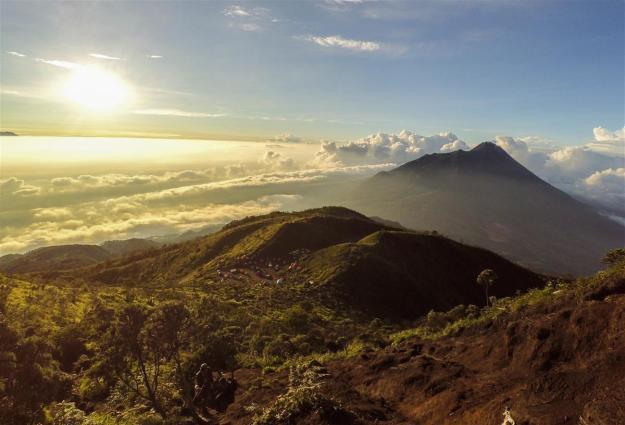 Pemandangan sunrise di Pos 3 Gunung Merbabu