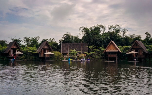 danau-di-dusun-bambu