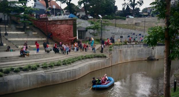 rafting di teras cikapundung.jpg