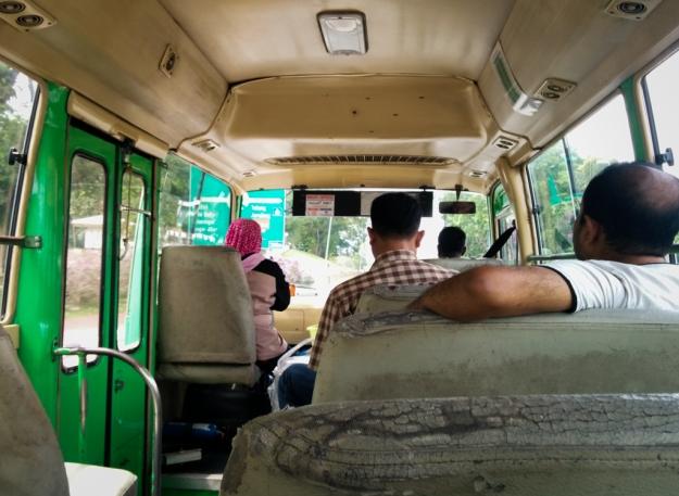 Di dalam bus awam menuju Pusat Bandar