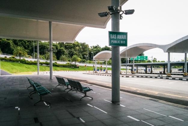 Shelter Bas Awam di Bandara Internasional Brunei