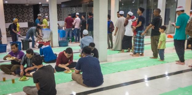 Buka Puasa di Masjid Negara