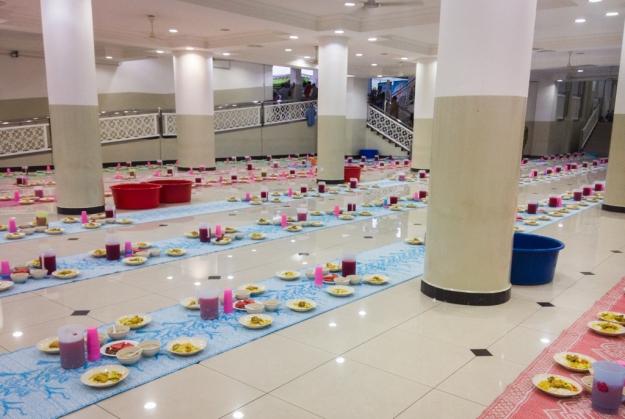 Hidangan berbuka puasa di Masjid Al-Bukhary