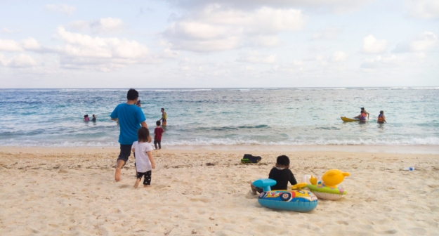 Bermain di Pantai Pandawa