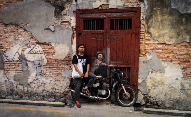Naik sepeda motor