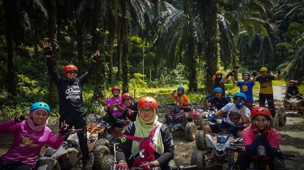 Foto grup bermain ATV