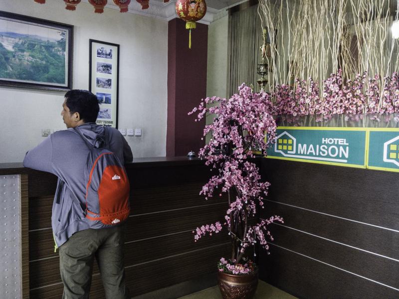 Check-out dari Hotel Maison