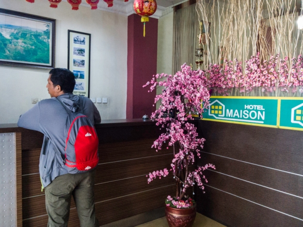 Check-out dari Hotel Maison