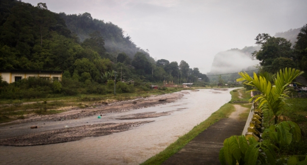 Sungai yang membelah Ngarai Sianok