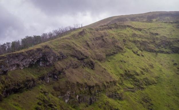 Berlari di dinding kawah Gunung Guntur